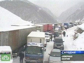 Снежные лавины не позволили открыть движение по Транскавказской магистрали