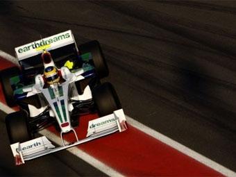 Сотрудники команды Honda продолжают работу над болидом 2009 года