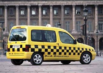 Московских таксистов заставят говорить по-русски