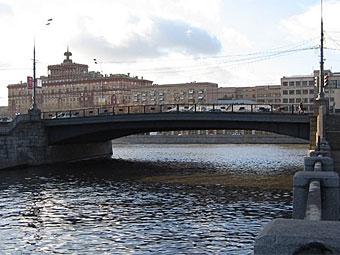 В Москве на три года ограничат движение по Малому Устьинскому мосту