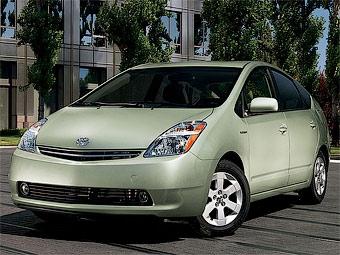 Toyota не будет прекращать выпуск старого Prius