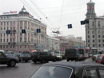 На Пушкинской площади возникли заторы из-за сломанных светофоров