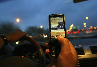 Британских водителей не будут сажать за мобильник