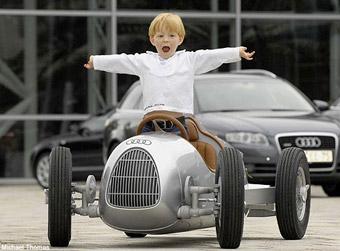 Семейная пара назвала своих дочерей Porsche, Lexus и Audi