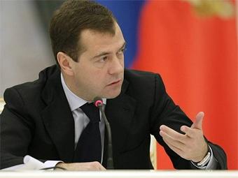 Медведев потребовал обучать водителей оказанию первой помощи