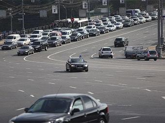 Лужков призвал чиновников отказаться от мигалок