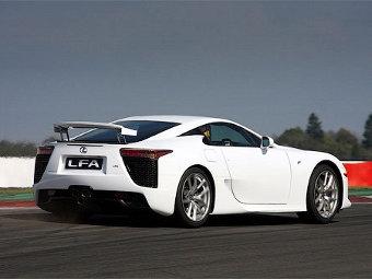 Lexus будет сдавать свои суперкары в аренду