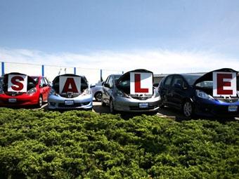Продажи автомобилей в России за полгода упали вдвое