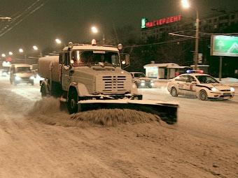 Лужков пообещал минимизировать использование реагентов на московских дорогах