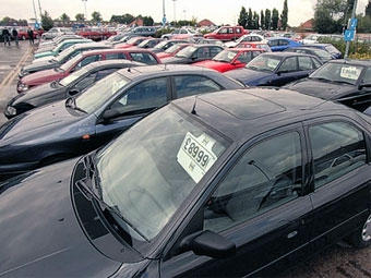 Продажи новых автомобилей в Европе падают 13 месяцев подряд