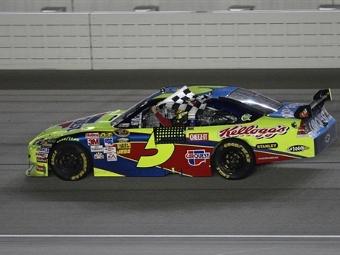 Пилоты Hendrick дублем выиграли гонку NASCAR Sprint Cup в Чикаго