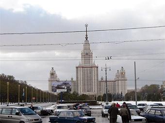 """Уличным гонкам вокруг МГУ помешают шлагбаумы и """"лежачие полицейские"""""""