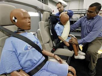 В следующем году Ford начнет выпускать надувные ремни безопасности