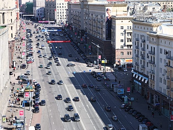 Продажи новых машин в Москве падают медленнее рынка