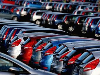 В 2009 году россияне потратили на новые машины втрое меньше