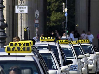 Пенсионер пытался убить таксиста полуметровым мачете из-за парковки
