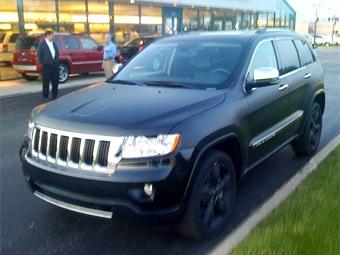 Серийный Jeep Grand Cherokee сфотографировали без камуфляжа