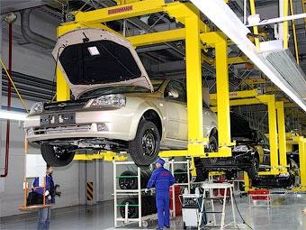 Производство отечественных автомобилей сократилось в России в три раза
