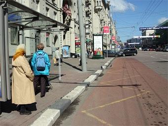 Лужков поддержал троекратное увеличение штрафа за парковку на остановках