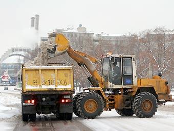 В Москве мешающие уборке снега машины будут переставлять с места на место