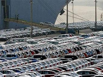 Импорт автомобилей в Россию сократился в первом полугодии втрое