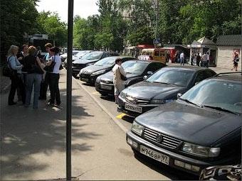 В Москве создадут дружины для борьбы с парковкой на остановках