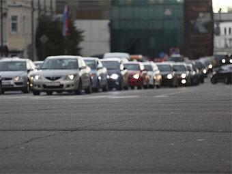 Водителей обяжут ездить днем со включенными фарами