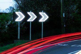 Иллюминация на дорогах Англии не даст водителям вылететь с трассы