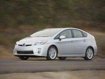 """В тройку самых продаваемых автомобилей Японии попали два """"гибрида"""""""