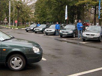 Спрос на автомобили Lada упал почти в два раза