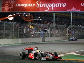 """Льюис Хэмилтон выиграл ночную гонку """"Формулы-1"""""""