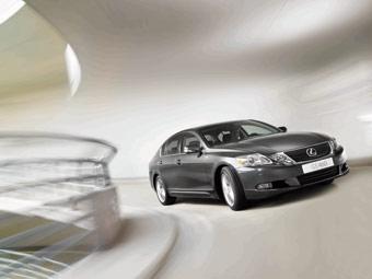 Lexus начинает в России продажи обновленного GS
