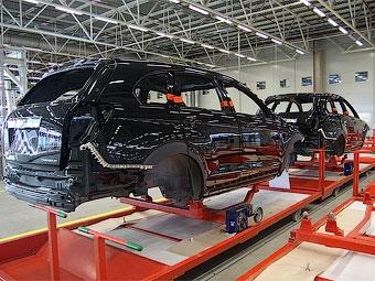 Производство автомобилей в России сократилось в июле вдвое