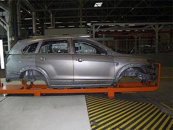 Производство автомобилей в России в первом полугодии сократилось втрое