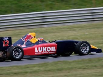 """На первых тестах """"Формулы-2"""" лучшее время показал партнер Алешина"""
