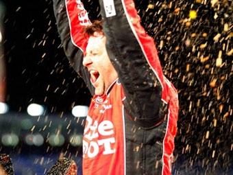 """Тони Стюарт выиграл гонку """"Всех звезд"""" NASCAR"""