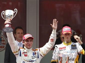 Виталий Петров финишировал вторым в основной гонке GP2 Asia