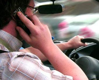 Мобильный телефон повышает вероятность аварии в 4 раза