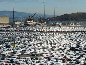 Продажи автомобилей в Японии в феврале снизились на треть