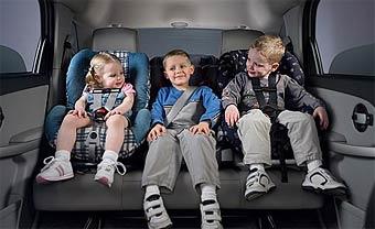 Наличие ребенка в машине заставляет водителей ездить безопаснее