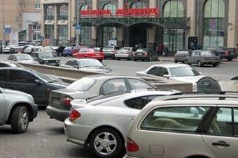 В Киеве разрешили парковаться на тротуарах