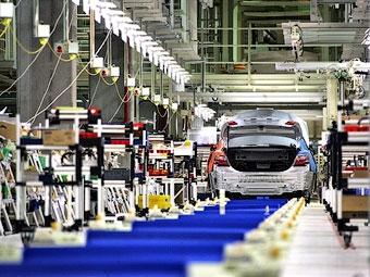 Производство автомобилей в Японии сократилось до уровня 1967 года