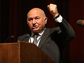 Юрий Лужков выразил недовольство работой московского ГИБДД
