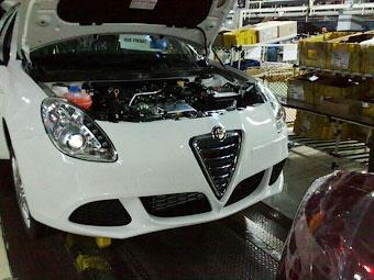 """В интернете рассекретили """"лицо"""" нового хэтчбека Alfa Romeo"""