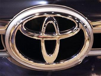 """Toyota впервые обогнала """"АвтоВАЗ"""" по объему выручки"""