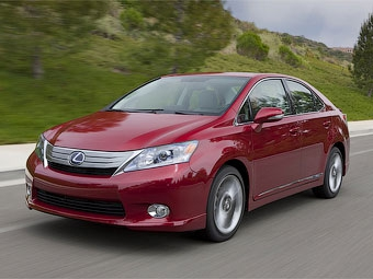 Компания Toyota начала продажи гибридного седана Lexus