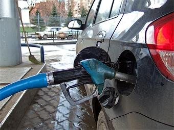 Некачественный бензин нашли еще на двух московских заправках