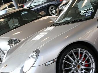 Россияне на несколько лет откажутся от покупки дорогих машин