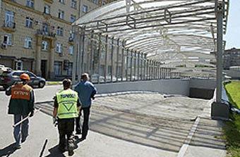 Лужков потребовал построить парковки на конечных станциях метро