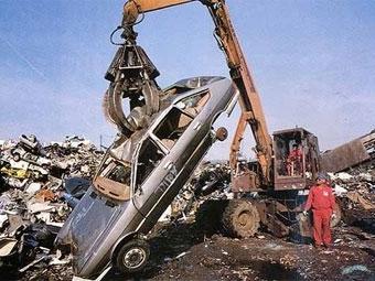 """""""АвтоВАЗ"""" начнет утилизировать машины в середине 2010 года"""